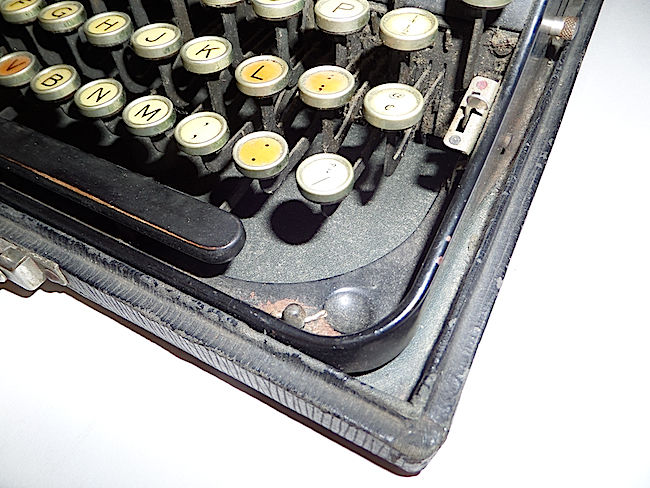 1921 Remington Portable Typewriter lacking right shift key
