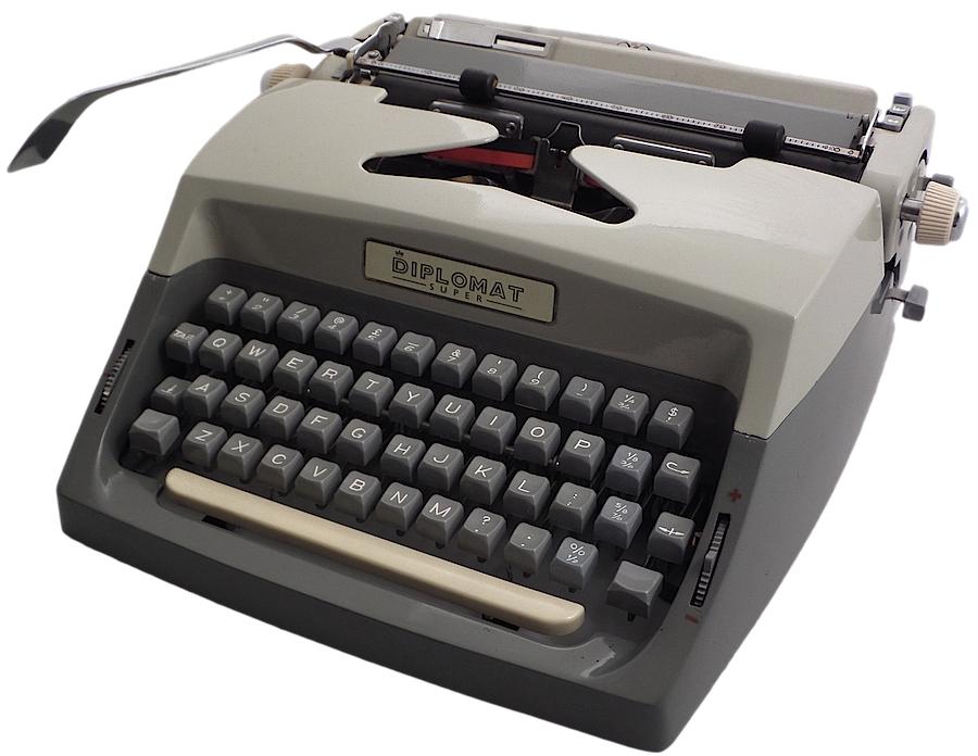Diplomat Super - Consul 224 Typewriter