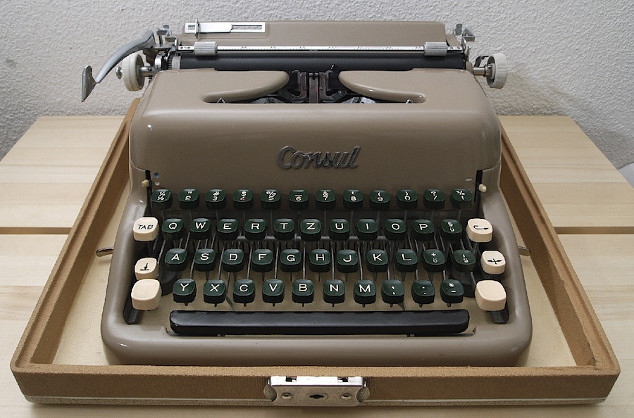 Consul 1511 with QWERTZ keyboard 02