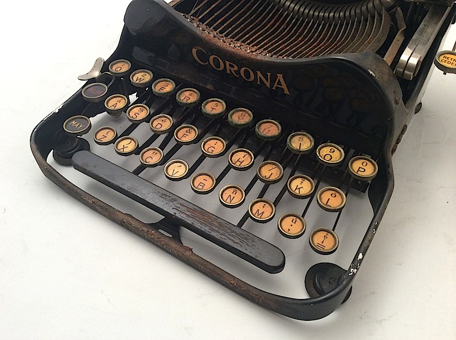 Corona No 3 with wood space bar