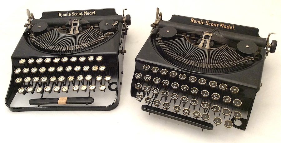 Remie Scout Model Typewriter C33027 001