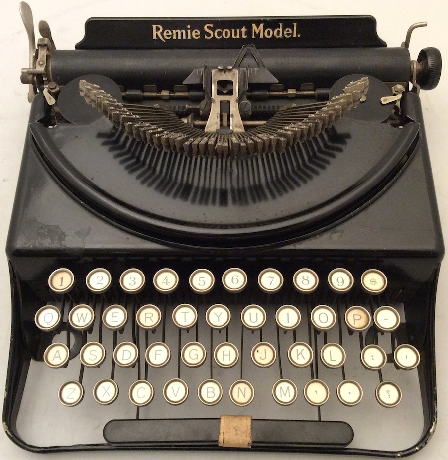 Remie Scout Model Typewriter C33027 003
