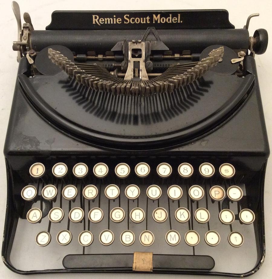 Remie Scout Model Typewriter C33027 003