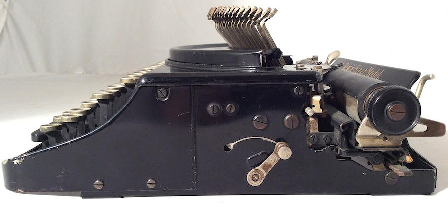 Remie Scout Model Typewriter C33027 004