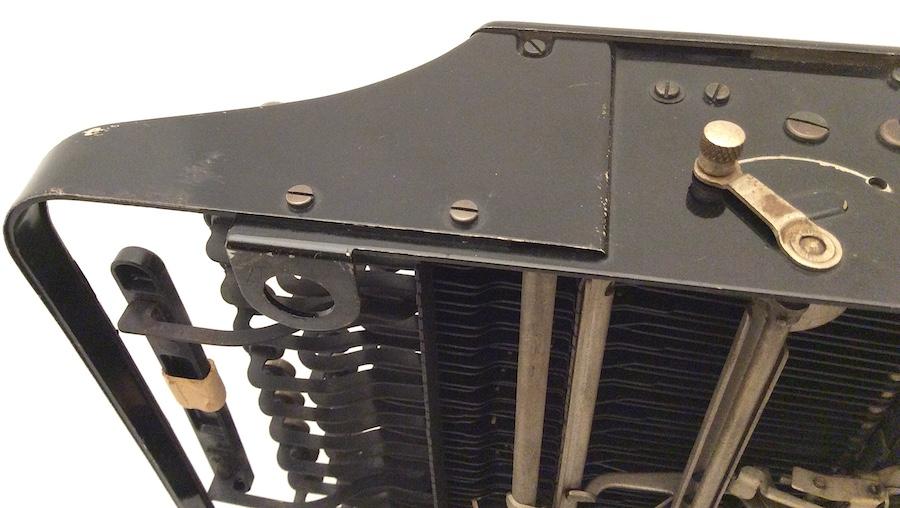 Remie Scout Model Typewriter C33027 006