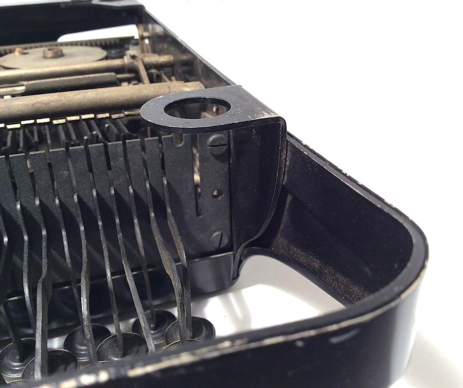 Remie Scout Model Typewriter C33027 007