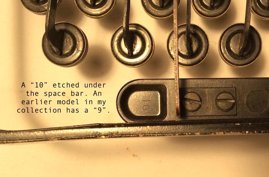 Remie Scout Model Typewriter C33027 009