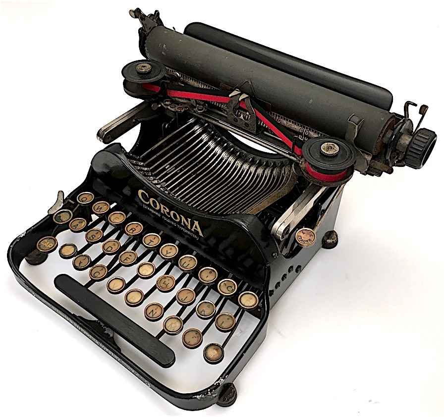 The famous pigeon logo is absent on the earliest machines.
